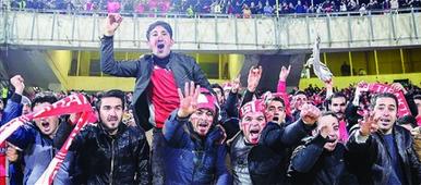 برای چی طرفداران تراکتورسازی شعار خلیج عربی و نژاد پرستی گفتن تو استادیوم